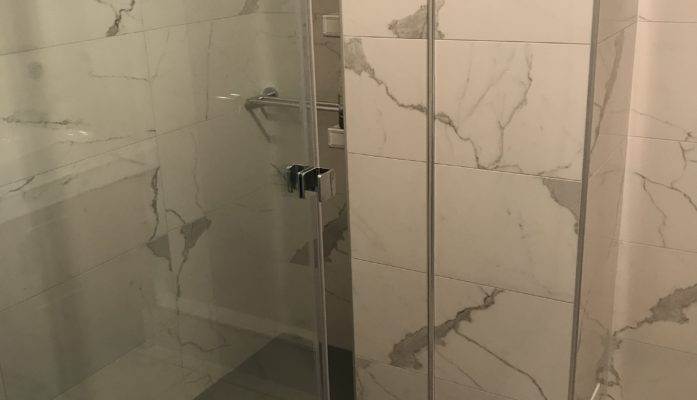 Salle de bain marbre blanc III