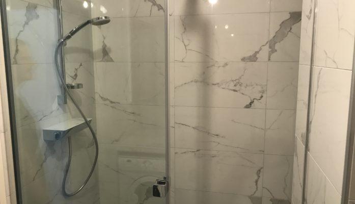 Salle de bain marbre blanc IV