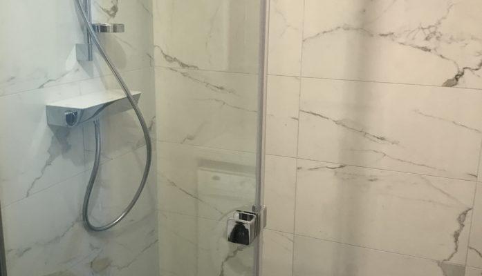 Salle de bain marbre blanc I